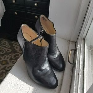 Nine west black leather ankle bootie
